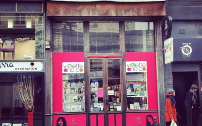 Une librairie féministe qui fleure bon la violette